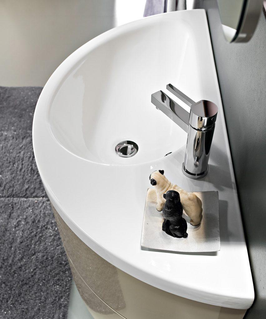 mobili bagno con lavabo curvo in ceramica ideagroup. Black Bedroom Furniture Sets. Home Design Ideas
