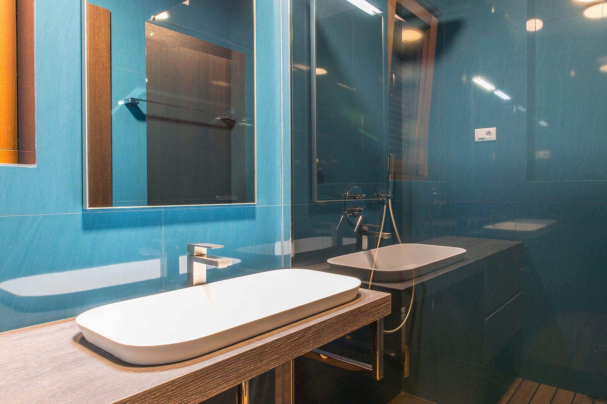 Pavimenti bagno azzurro: progetto ceramiche e arredo bagno fap sole