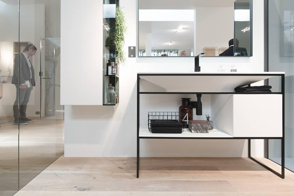 collezione dogma by aqua - esempio di bagno minimale con struttura a vista