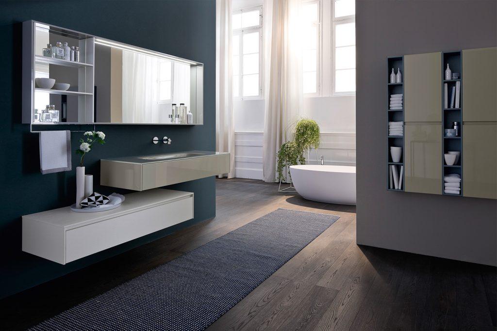 La Collezione Nyù ha basi visivamente leggere e minimal: 21,3 cm di altezza per quella più bassa con un cassetto (in alternativa a quella da 45 cm). Perfetta per chi ama le linee pulite e il design rigoroso.